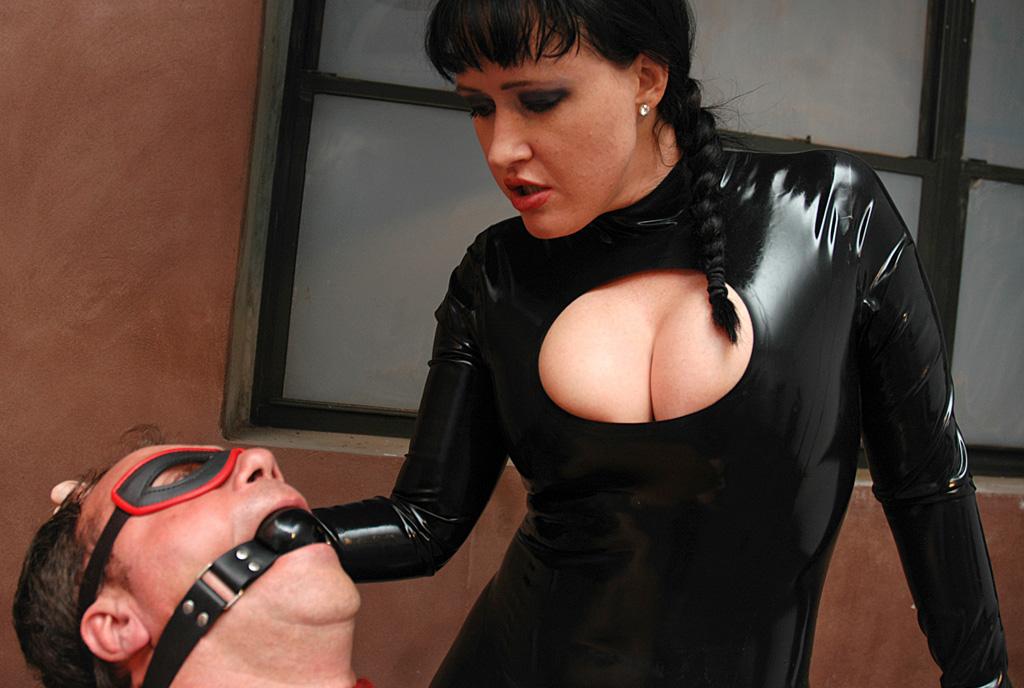 Latex femdom mistress